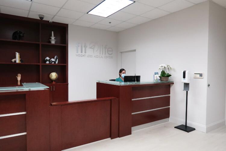 Clínica para bajar de peso Fit 4 Life Miami y Doral Dr Tamayo